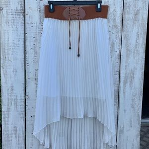Dresses & Skirts - flowing white high low skirt🌤